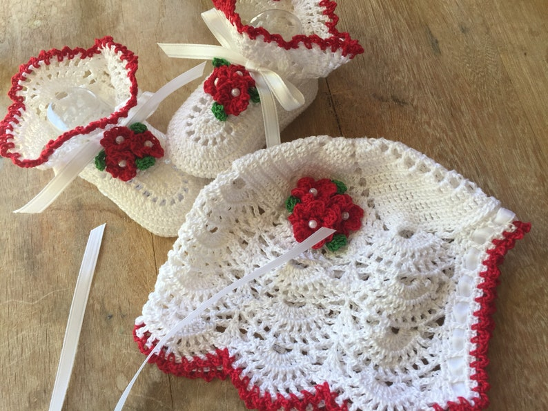 Christmas baby photo prop set newborn to three month old holiday clothing accessories Crochet Christmas bonnet and booties heirloom