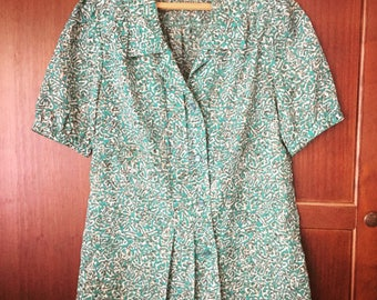 Lightweight Green Blouse, 1970s Vintage Blouse, Spring Vintage 70s Blouse Short Sleeve Tailored Blouse Funky 70s Print Sheer Green Shirt M L