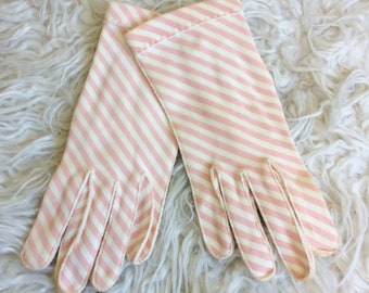 50s Pink And White Striped Wrist Length Gloves / 1950s / Fifties / Vintage Candy Striper Pastel Crescendo Gloves / Size 6 1/2