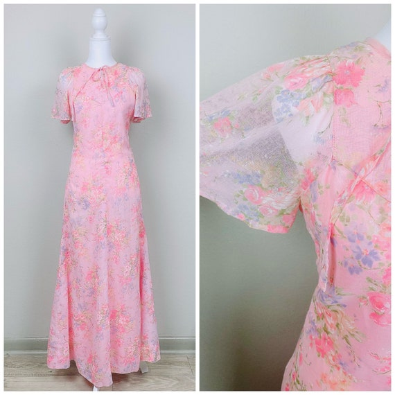 1970s Vintage Pastel Pink Floral Flutter Sleeve Dr