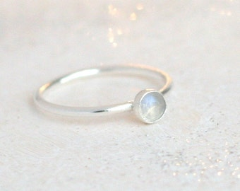 moonstone ring / sterling silver. birthstone ring. gemstone ring. 4mm rainbow moonstone boho ring. minimalist ring. moonstone jewelry. June.