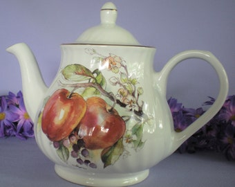 00bc9857417 Teapot centerpiece