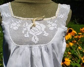 Vintage 1900 s white cotton, peasant crop camisole, corset, summer top with a crochet lace yoke. Size Medium.