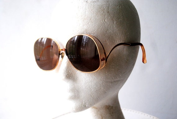 Rare vintage 70s,  gold tone  metal, double side r