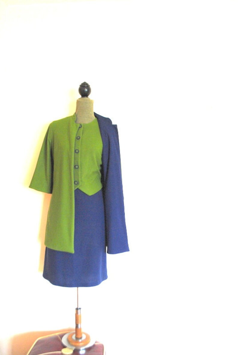 vest Mod vintage 70s Size M. olive green Made by Fashion Wagon navy blue orlon suit: long revesible jacket skirt