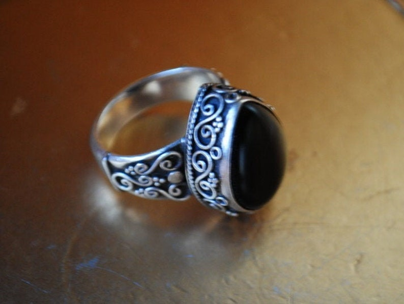 Dramatic vintage 90s unisex By Suarti Bali Size 11. oversize sterling silver 925 ornate ring with a teardrop shape genuine onyx