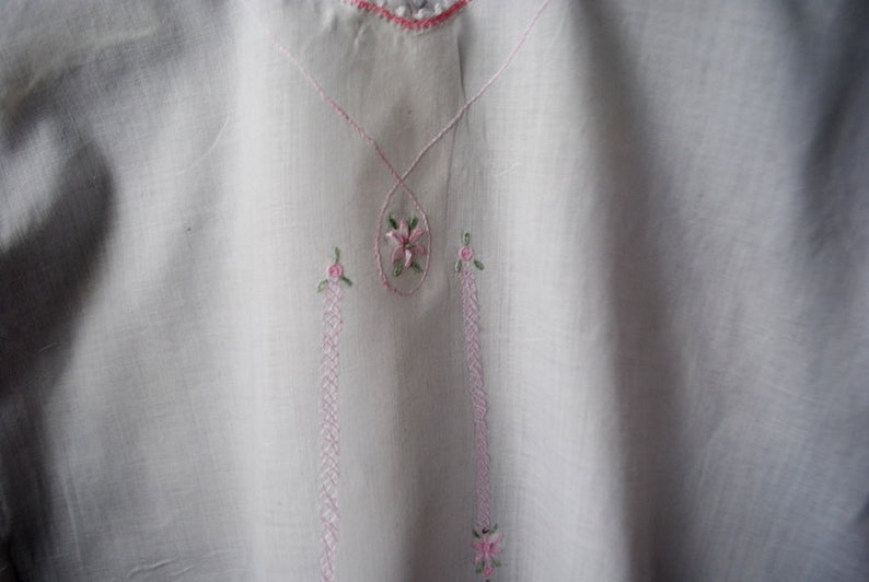 Size 24 M. toddled night gown with a scalloped edges and pink white cotton girl green embroidery vintage 1900 Authentic victorian