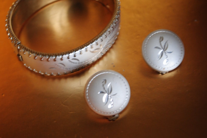 bungle oval bracelet and  round clip on earrings with  etching design. Sale 20/% off Glamour vintage 60s silvertone combine metal parure