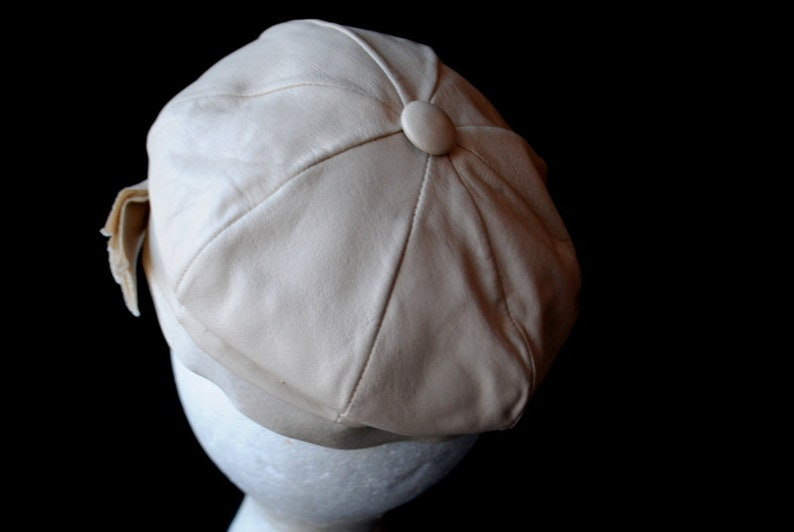 Mint  condition. Mod vintage 1960s pastel beige Size 21 12 genuine leather french style  beret with a  matching button on the top