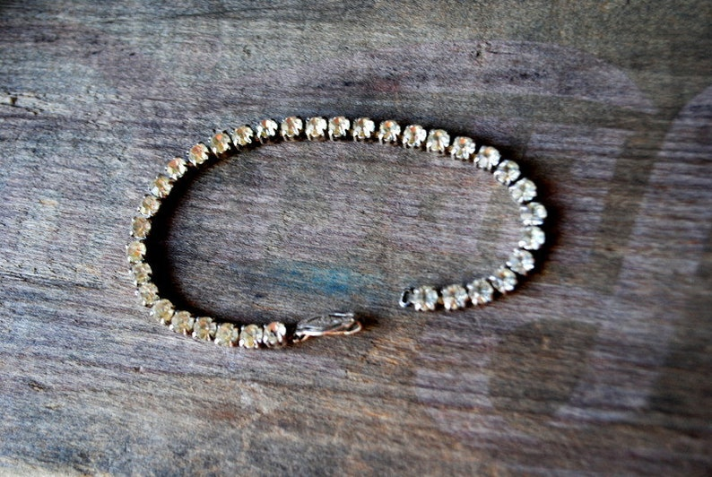teniss bracelet with a clear rhinestones Classy vintage 60s sterling silver Size7.