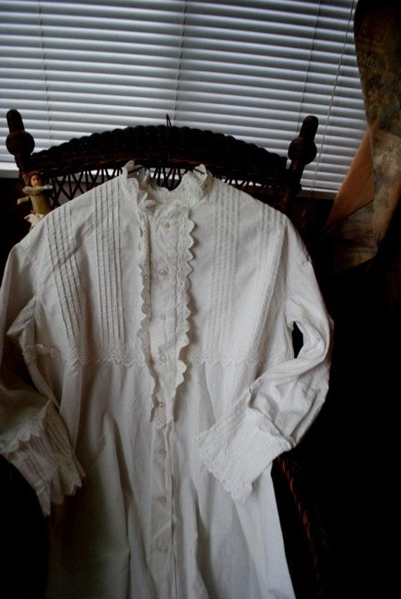 Authentic  victorian  1890s ,  white, thick cotton
