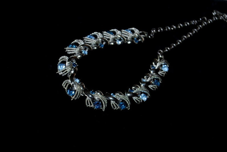Made by Coro. rhodium colllar-choker adjustable necklace with a blue rhinestones Art deco vintage 50s