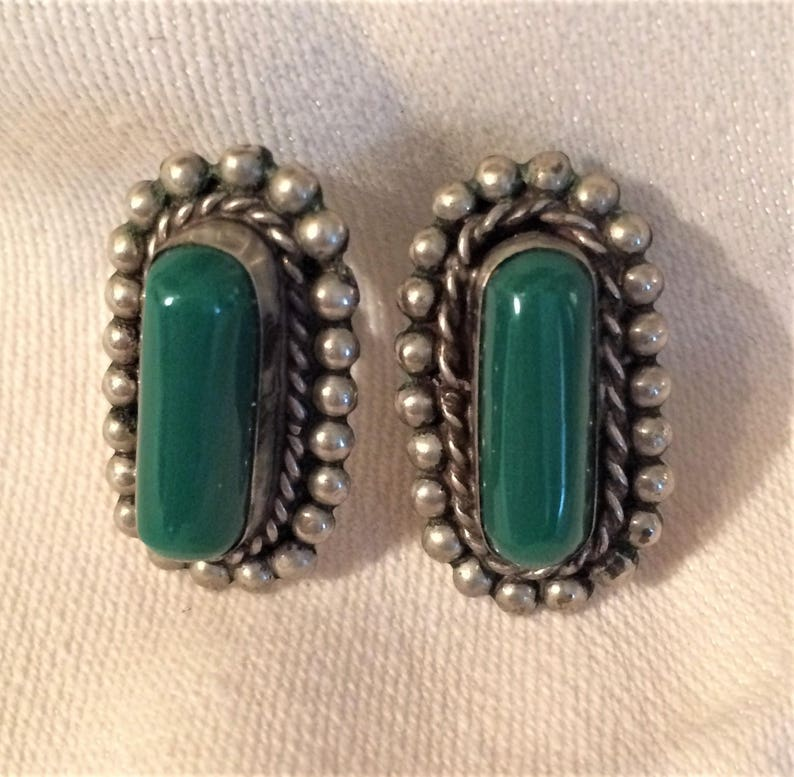 Vintage Mexico Made Screw Back Earrings with Silver Colored Setting and Green Onyx Oval Stones They Could Be Converted to Pierced. D16