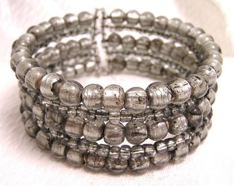 Vintage Silver Gray Glass Bead Memory Wire Bracelet. (J50)
