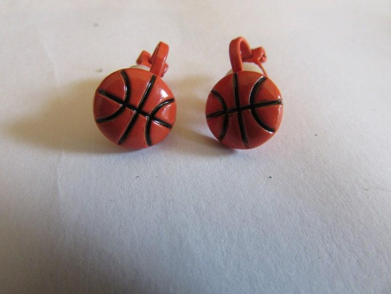 Basket ball clips