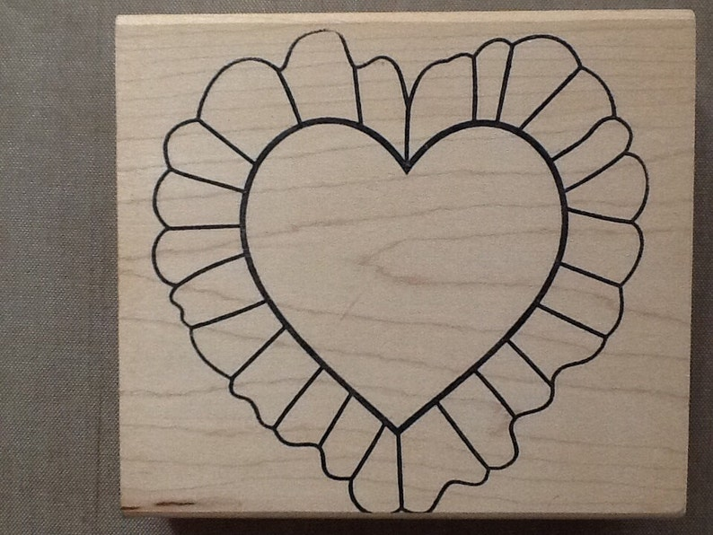 Luni mounted grey rubber stamp Ruffled Heart