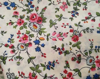 Floral Sheet Fabric, French Florals, Pretty Floral Sheet Fabric, 1970s Flower Fabric, Quilting & Patchwork Fabric, Vintage Sewing Fabric