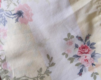 Vintage French Fabric, Shabby French Fabric, French Florals, Vintage Fabric, 1970s Floral fabric, Shabby Chic, French Vintage Textile