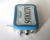 Altoids Pocket Guitar / Headphone / MP3 Amp with Speaker / Volume Control / 10X Gain (Wintergreen)