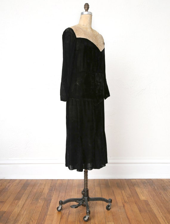 1920s Velvet Lace Flapper Dress - image 3