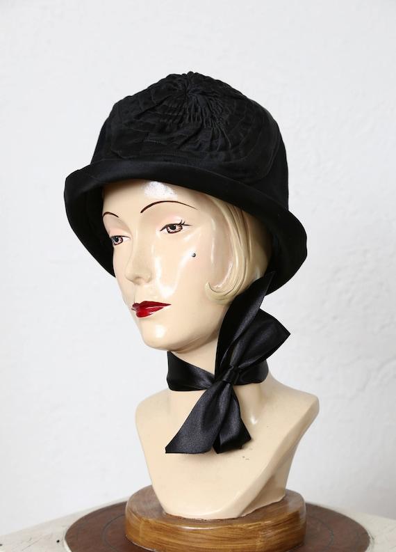 1920s Cloche Hat . Black Velveteen