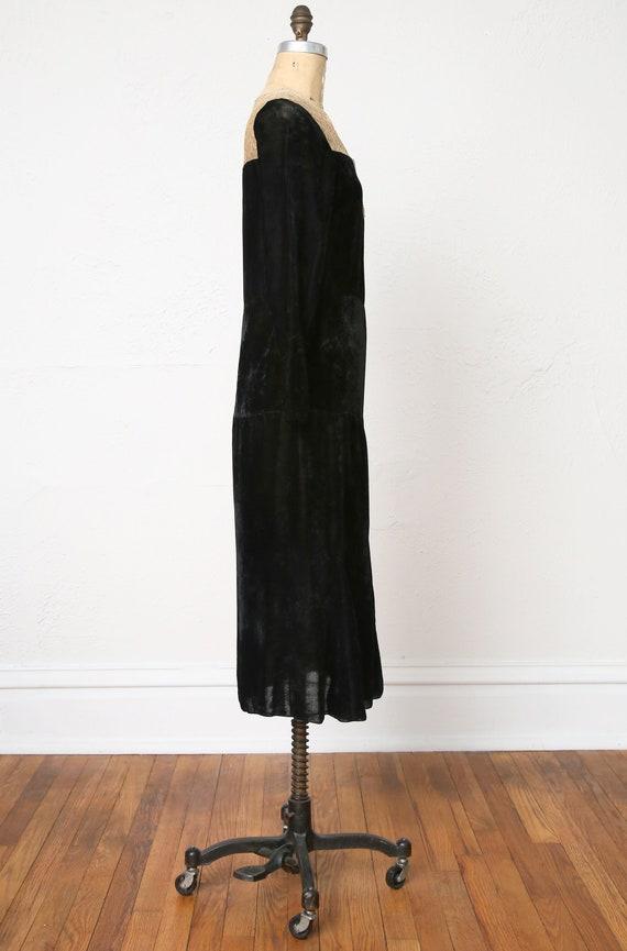 1920s Velvet Lace Flapper Dress - image 8
