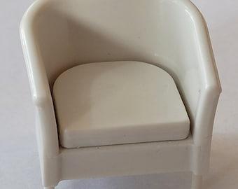 1:24/125 Armchair With Cushion