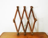 vintage 70s Accordion Rack Expandable Peg Hooks Wall Hanging Jewelry Clothing Storage