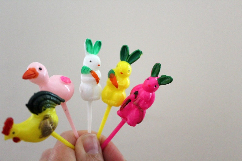 vintage 50s Instant Collection 5 Colorful Easter Bunny Ducks Chicks Plastic Cupcake Cake Toppers   Retro Spring Easter Decor