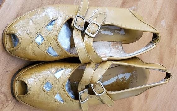 REMIX Used Vintage 1940s Style Shoes Gold Platform