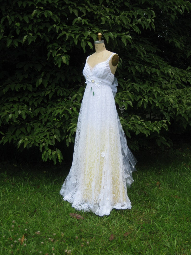 Hippie Wedding Dresses.Yellow Daisy Lace Wedding Dress Boho Wedding Dress Hippie Wedding Dress Beach Wedding Dress Unique Wedding Dress Ombre Wedding Dress