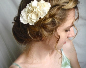 sweet something - a floral comb in ivory
