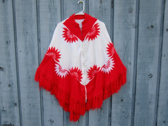 Poncho White Red emmevielle Size Floral Fringed Embroidered Knit One Vintage qIUaSa