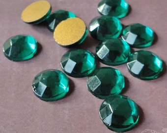 Vintage Cabochons - 11 mm Transparent Emerald Green - West German Faceted Glass Stones, Flatback Glass Gems with Gold Foil (6 pc)