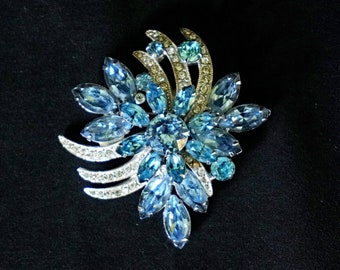 EISENBERG ICE Lovely Ice Blue and Clear Rhinestone Vintage Brooch in Floral Design Signed
