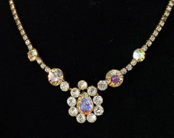 WEISS Elegant Vintage Rhinestone Pendant Necklace with Clear and Aurora Borealis Stones in Floral Design