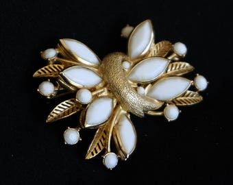 WEISS White Milk Glass and Gold Wheat Sheaf Vintage Brooch