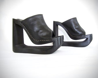 f4144c451e27 INSANE vintage 1990s black leather mule cut out NYLA monster PLATFORMS  gothic lolita womens 8 witchy club kid dark princess runway goddess