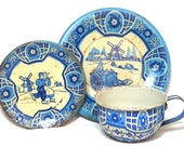 40 39 s Tin Toy Tea Setting, Blue Delph. Dutch scene. Made in USA by Wolverine