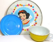 60 39 s Snow White, Storybook Tin Toy Tea setting with 3 pieces by Walt Disney.