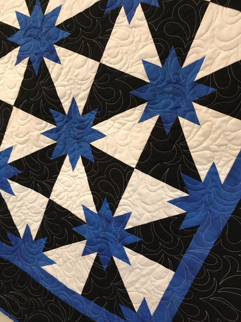 Beautiful Hunter Star Quilt Royal Black and White image 0