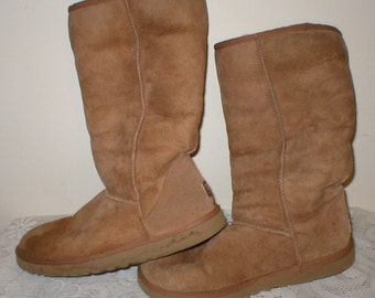 UGG Suede Leather Boots Wool Sheepskin Lining Classic Tall 5815 Size W9 Brown Uggs Shoes Australia