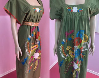 Vintage 70s Green Cotton Embroidered Peacock Dress. Embroidered Honduras Smock Dress. M/L