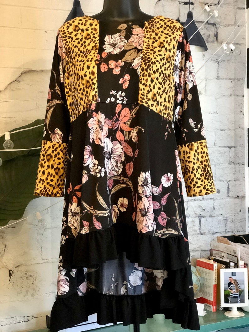 LillyAnnaKids Ladies FLORAL LEOPARD Shirt top LALA Size Small image 0