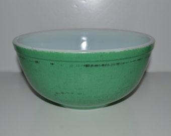 VTG Pyrex Bowls // Set of 2 // Green Pyrex // Orange Pyrex // Mixing Bowls // Kitchen