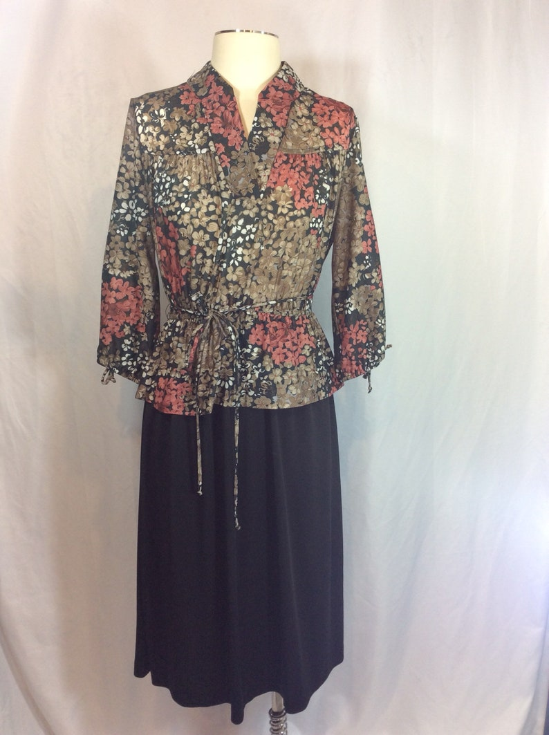 Vintage Floral Long Sleeved Peplum Dress Tie Belt