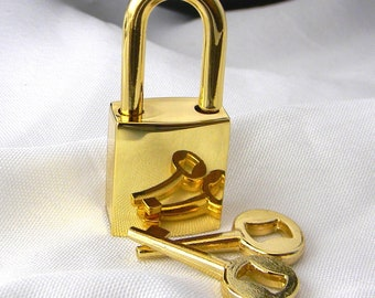 Small Gold Tone Polished Padlock/Clasp with One Key