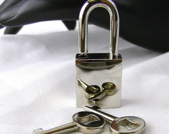 Small Polished Nickel Padlock/clasp.