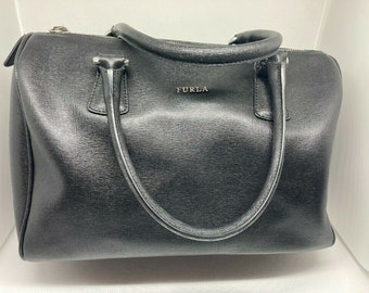 Vintage FURLA | Black Leather Vintage zip handbag with handles