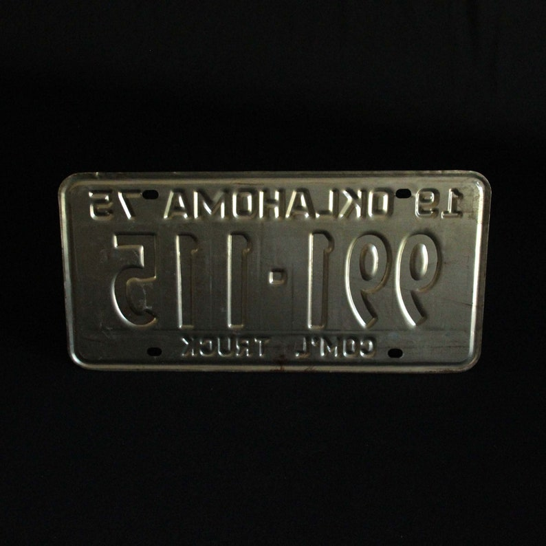 G7X859 Automobile Metal May 1997 Crafts Missouri License Plate Car Collectible Show Me State Garage Man Cave Decor Red